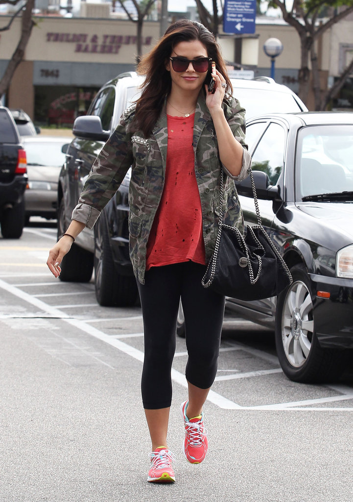Jenna Dewan chatted on her cell phone while heading to a class.