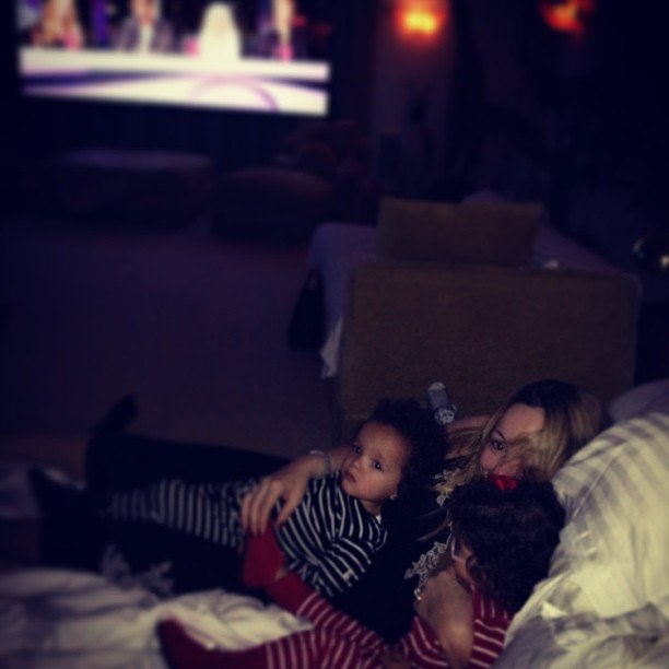 "Mariah Carey snuggled with her ""junior judges"" during an airing of American Idol one night. Source: Instagram user mariahcarey"