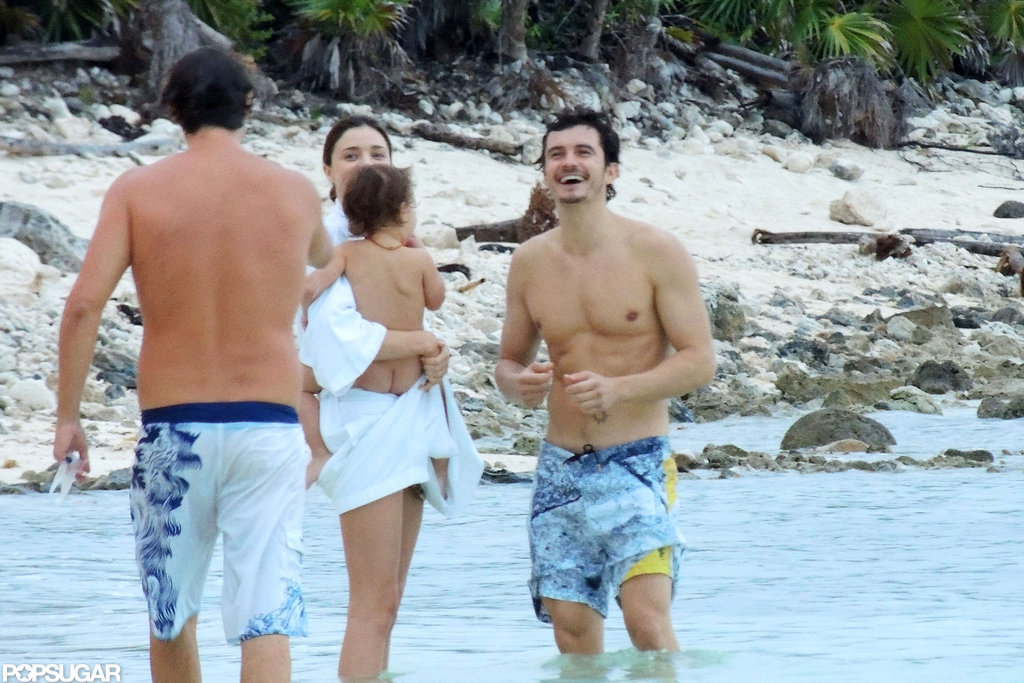 Orlando Bloom shared a moment with his family on the beach in Mexico.
