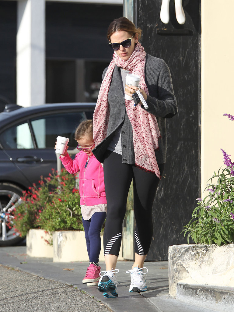 Jennifer Garner and Seraphina left Starbucks with matching cups.