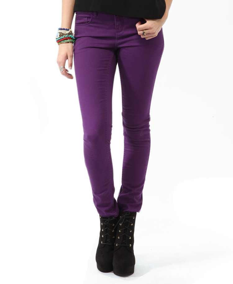 Play it cool in Forever 21's Twill Skinny Pants ($16) — just add a gray top and a gold chain.