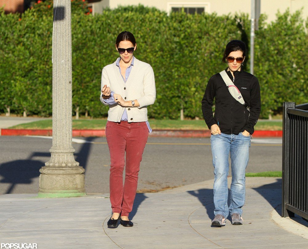 Jennifer Garner paired her maroon pants with a cardigan to visit an LA park with Violet Affleck.