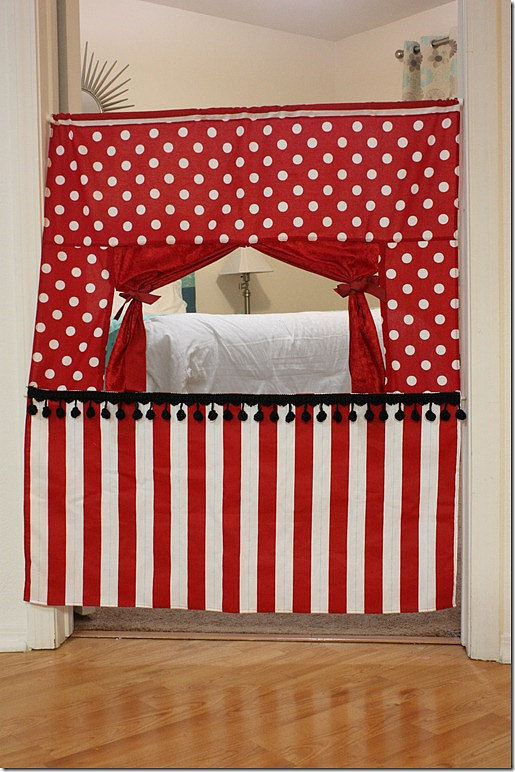 Rugrat Design Doorway Puppet Theater