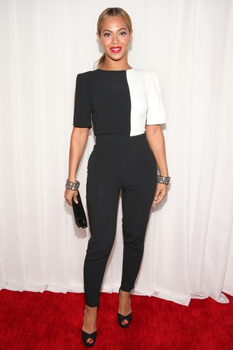 Beyoncé Knowles wore a black-and-white Osman by Osman Yousefzada pantsuit for the Grammys.