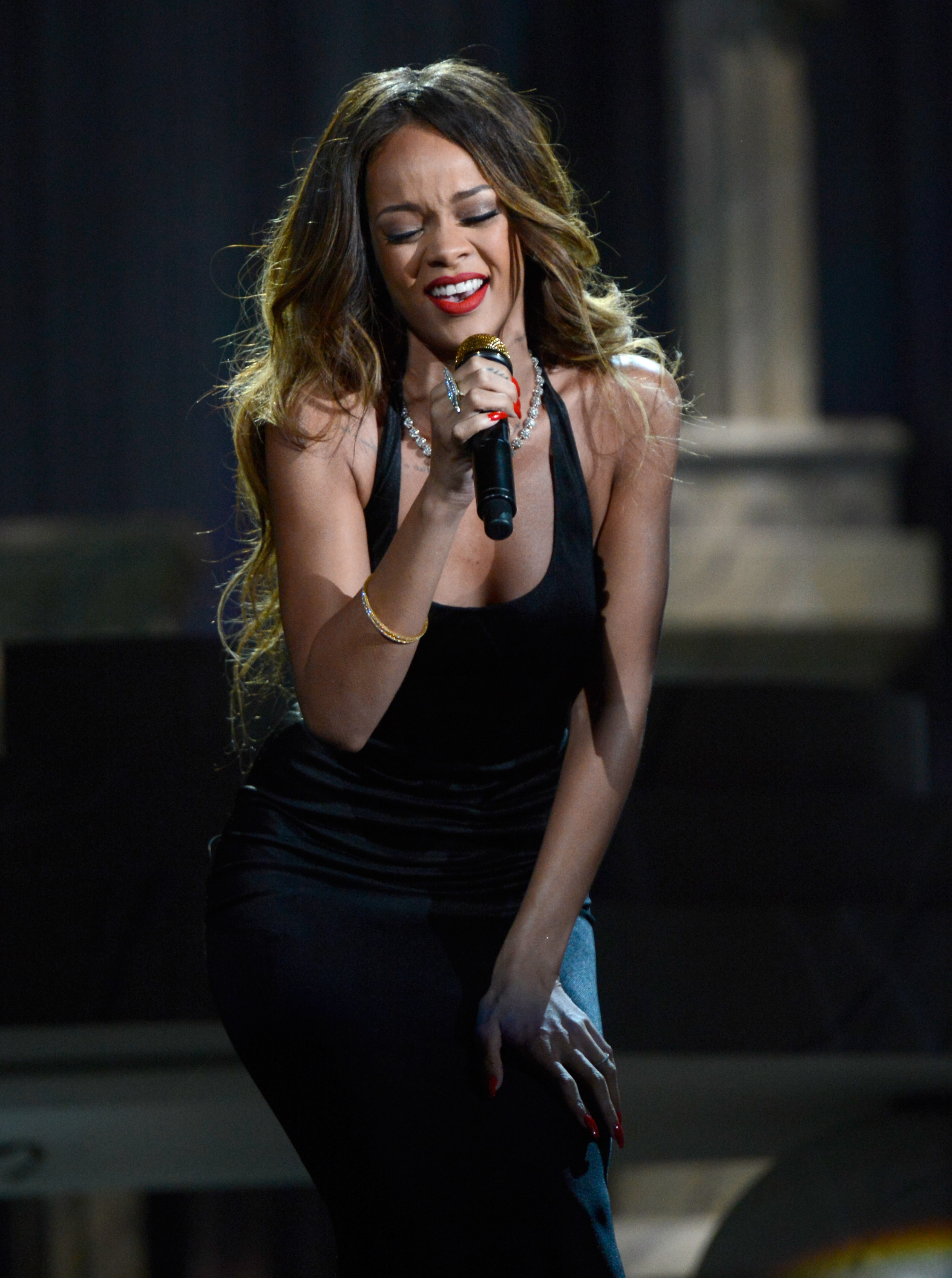 Rihanna wore a simple black dress while she sang at the Grammys in 2013.