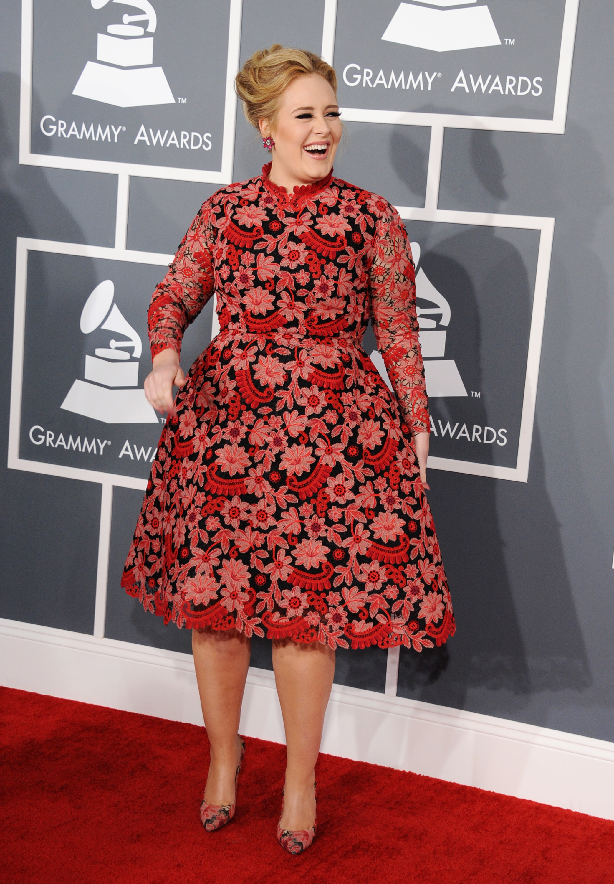 Adele had fun walking the Grammys red carpet.