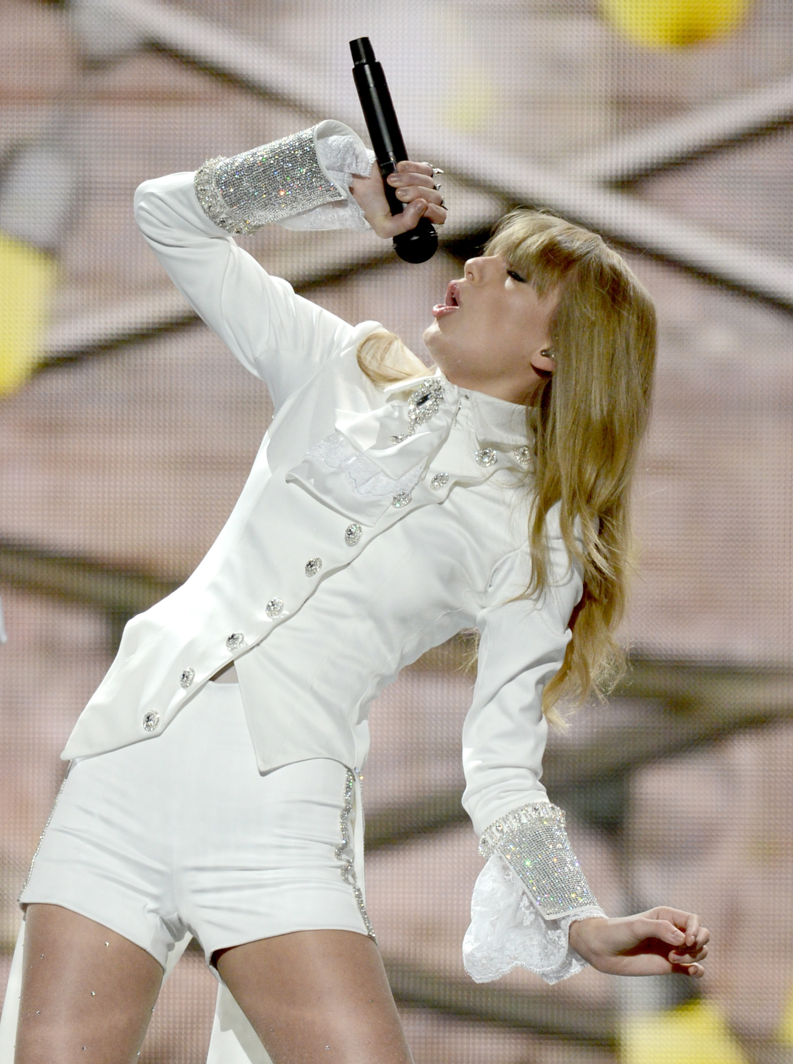 Taylor Swift belted it out on stage.