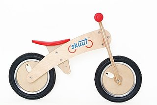 Circle of Moms Giveaway: Skuut Wooden Balance Bike