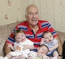 Man Becomes Dad, Granddad and Great-Granddad in 3 Months