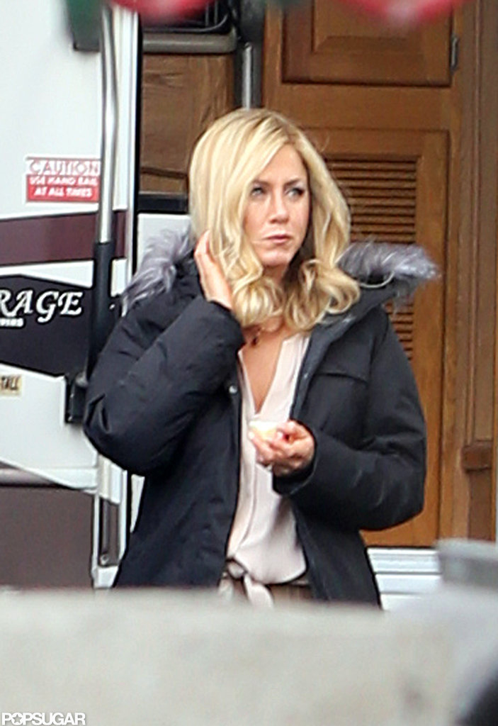 Jennifer Aniston wore a blond wig.