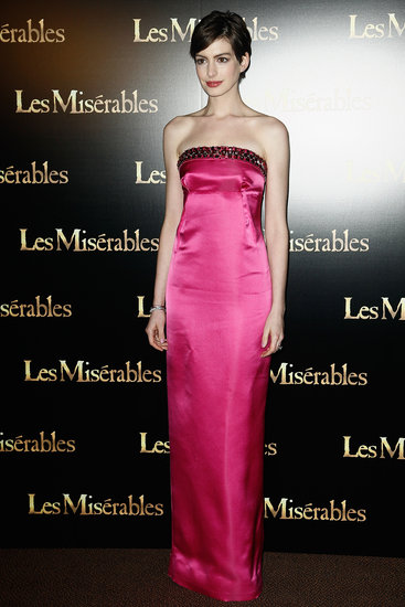 Anne Hathaway wore pink on the carpet in Paris.