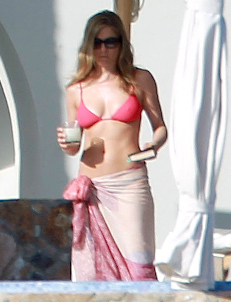 Jennifer sipped on a beverage and read a book while relaxing in Cabo on Christmas Eve in 2012.