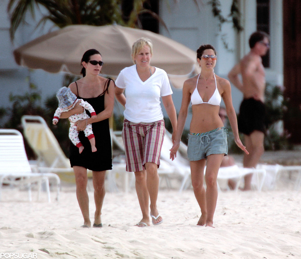 Jennifer took a walk with Courteney Cox and a young Coco Arquette in Mexico in January 2005.