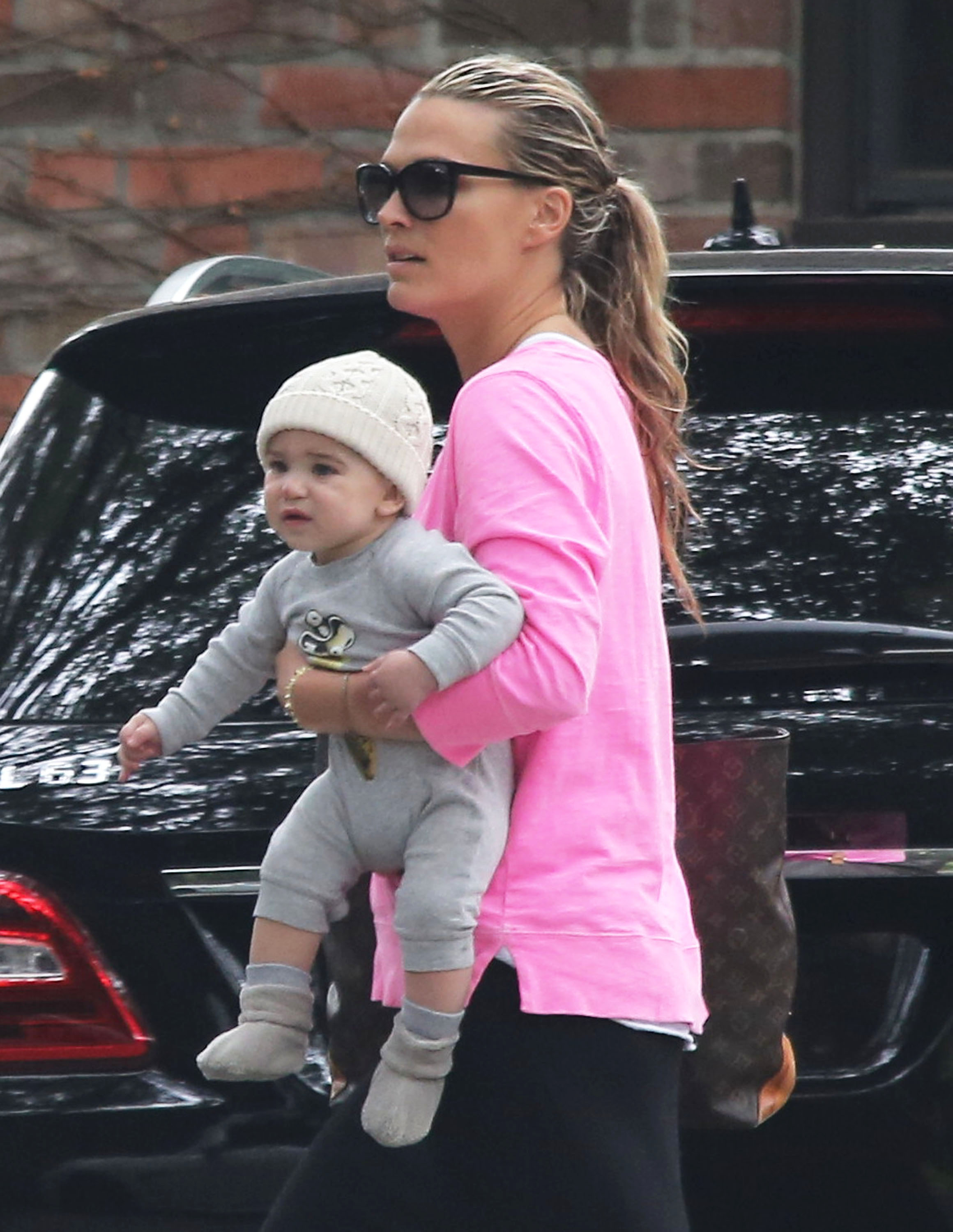 Molly Sims stepped out in LA with son Brooks Stuber on her hip.