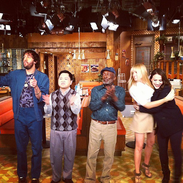 The 2 Broke Girls cast celebrated the end of a show. Source: Instagram user itsmolls
