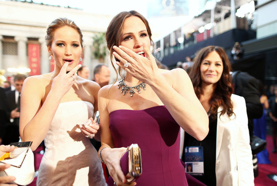 Jennifer Lawrence and Jennifer Garner had a candid moment on the red carpet.