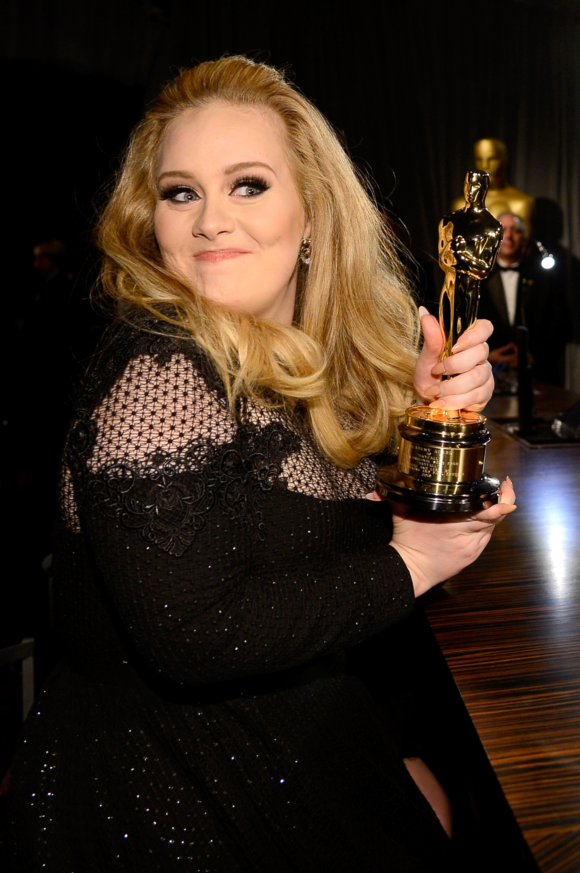 Adele posed with her Oscar.