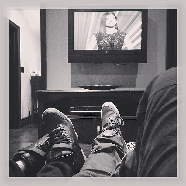 Jason Derulo kept things casual while watching the Oscars. Source: Instagram user jasonderulo