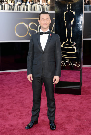 Joseph Gordon-Levitt Suits Up on the Oscars Red Carpet