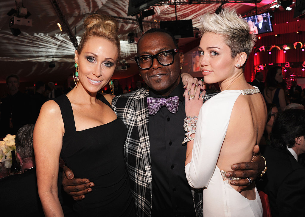 Miley Cyrus and her mom, Tish Cyrus, hung out with Randy Jackson on Oscar night.