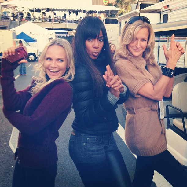 On Saturday, Kelly Rowland posed with Kristin Chenoweth and Lara Spencer while preparing for the Oscars. Source: Instagram user kellyrowland