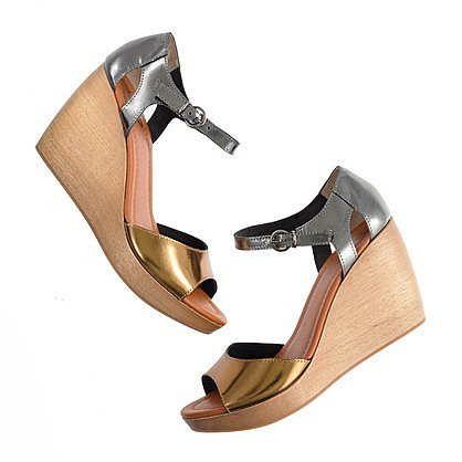 The metallic streetside sandal
