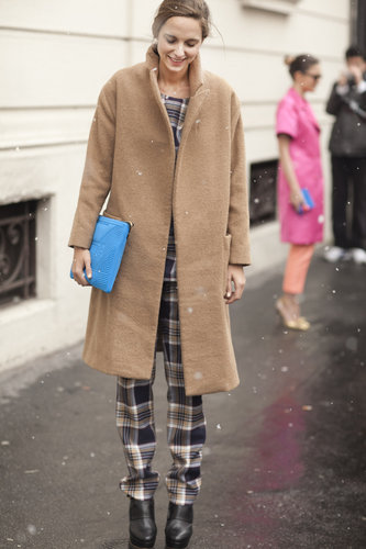 A bright pop of blue offset this showgoer's plaid pants and classic camel coat — a little accessory that made a big difference.