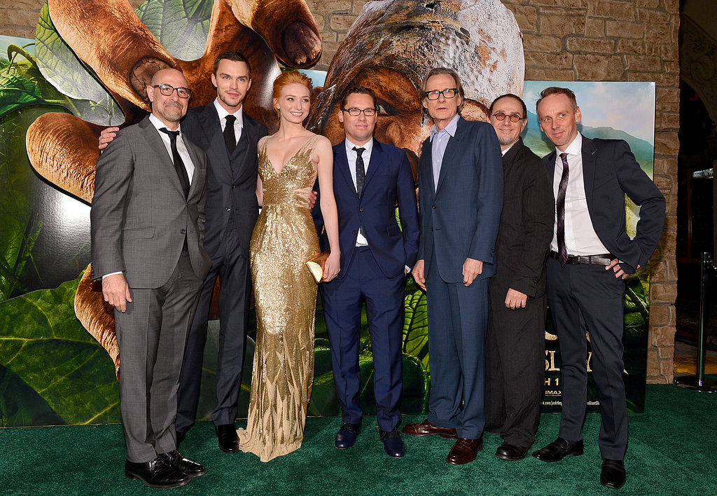 The cast of Jack the Giant Slayer posed together on the green carpet.