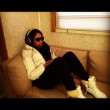 Jennifer Hudson curled up with sunglasses and headphones. Source: Twitter user IAMJHUD