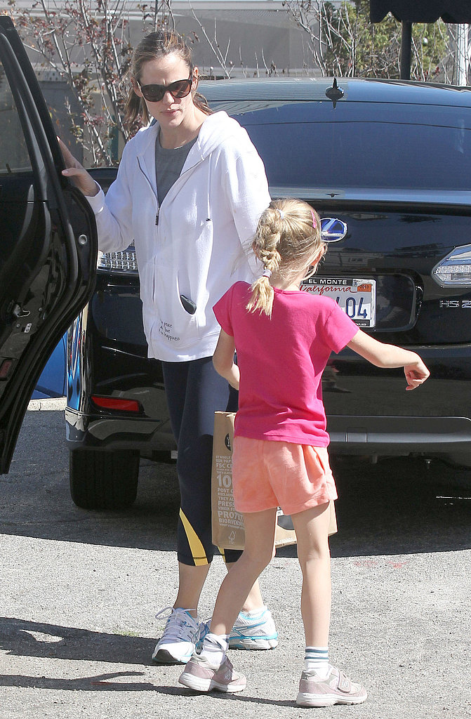 Jennifer Garner and Violet arrived at a birthday party.