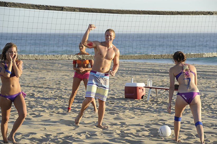 Shirtless Sean joined the beach volleyball game — and kept showing off those abs, of course.