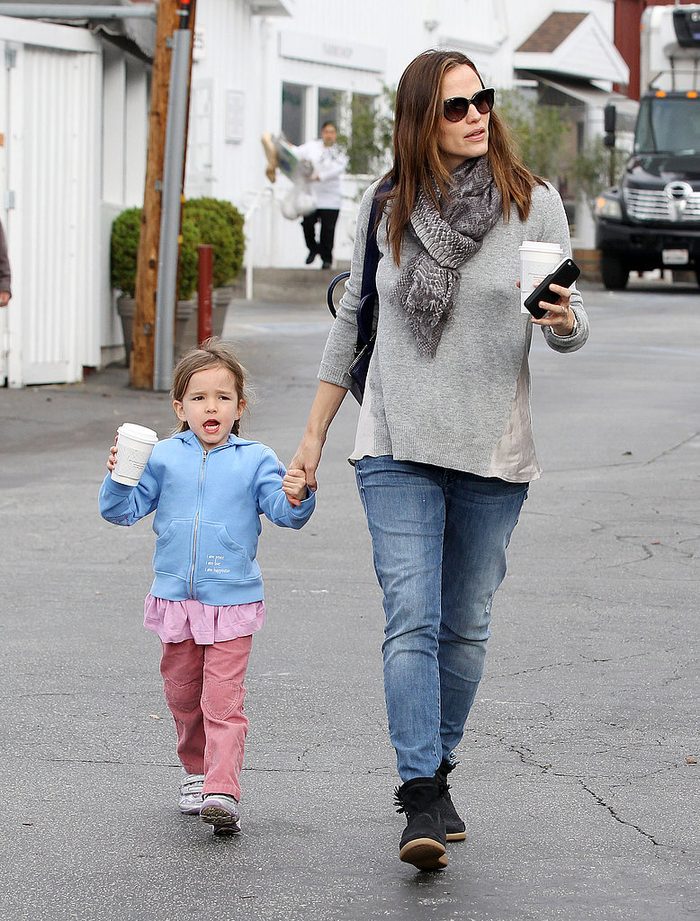 Jennifer Garner made a breakfast stop with Seraphina Affleck.