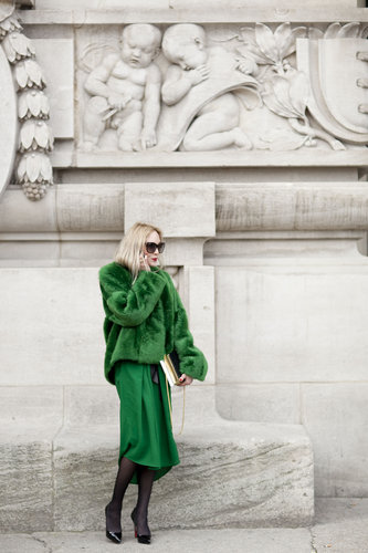 Emerald green looked utlraelegant against black tights, heels, and sunglasses.