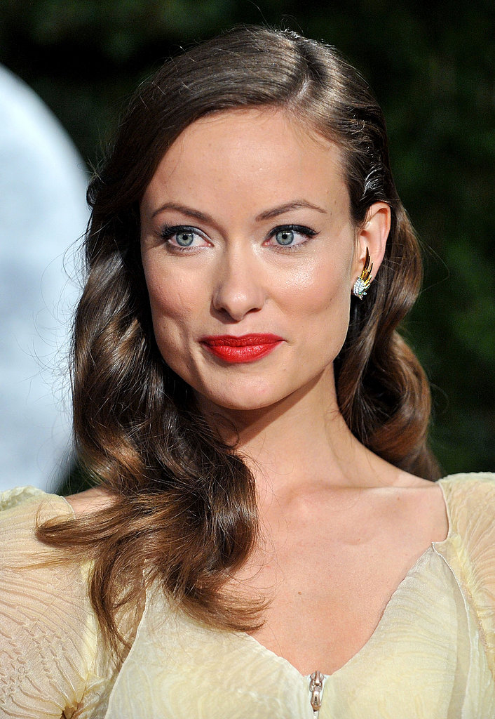 Olivia was stunning on the red carpet at the 2010 Vanity Fair Oscars party. Her look had a vintage spin with sideswept waves, red lips, and glimmering eye makeup.