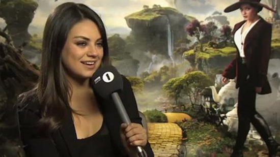 "Video: Does Mila Kunis ""Drop Trou""? Who's Amy Poehler Prank-Calling? Plus More Viral Videos!"