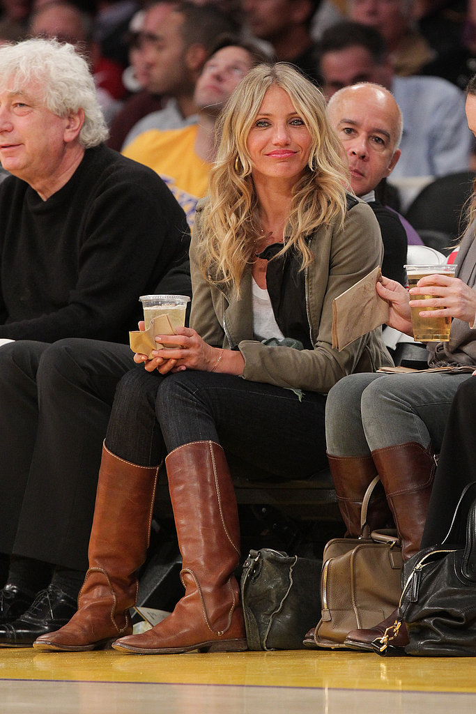 We love how relaxed Cameron Diaz looked at this January 2011 Lakers game — she wore a pair of black skinnies, an olive jacket, and brown flat boots for maximum comfort. Plus, she's got the best basketball game accessory of all: an ice-cold beer.