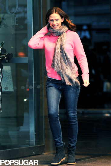 Jennifer Garner wore a pink sweater.