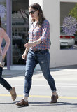 Jennifer Garner wore jeans and oxford shoes.