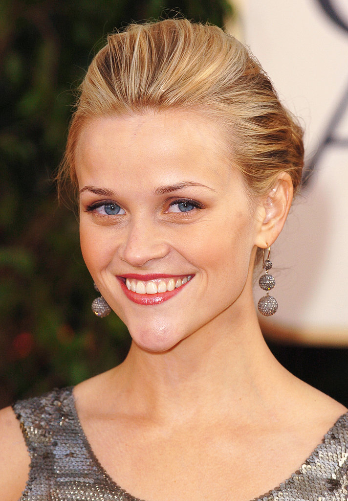Reese let her classic beauty shine at the 2006 Golden Globes with a smooth updo and simple yet radiant makeup.