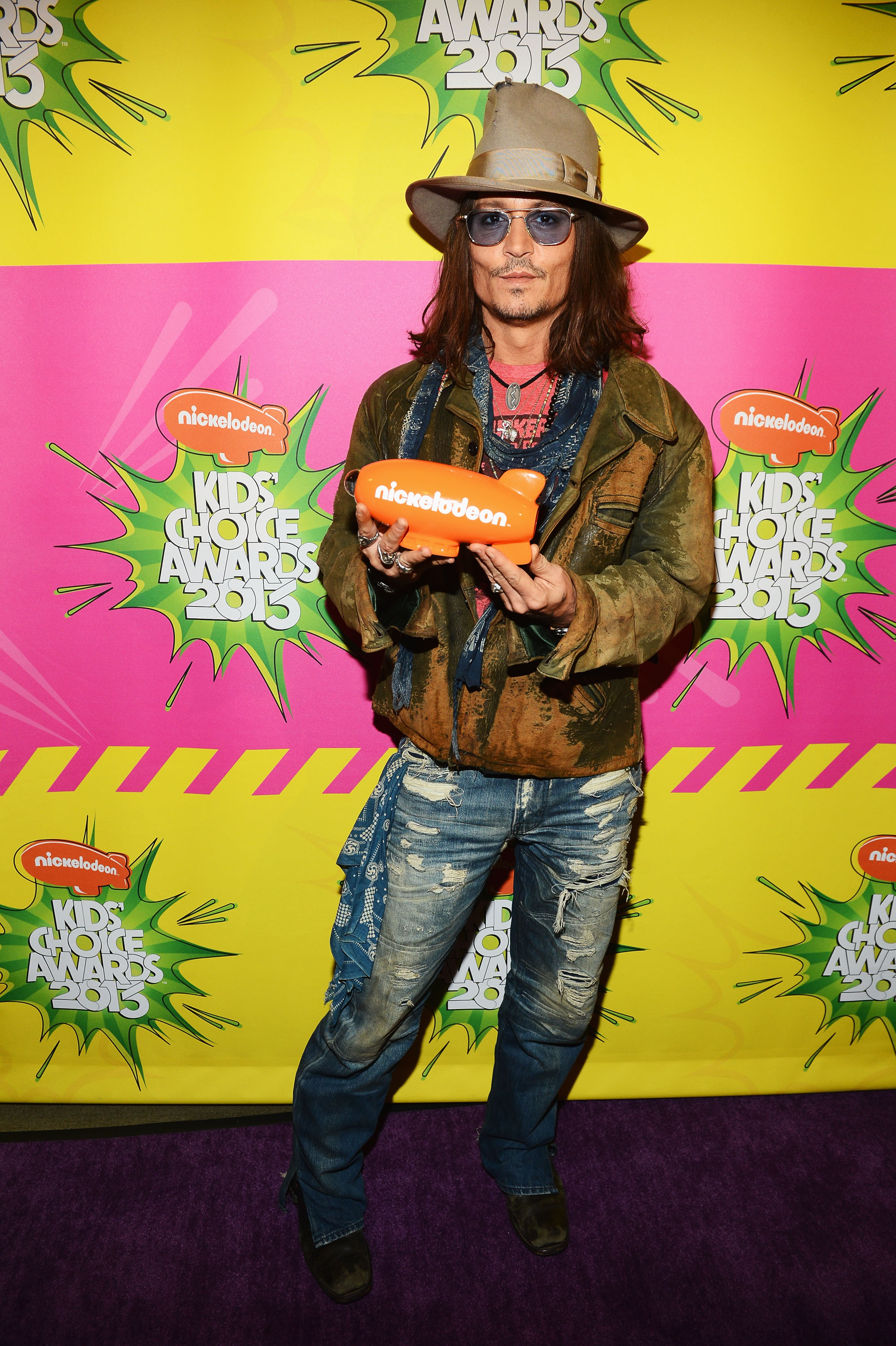Johnny Depp showed off his Nichelodeon honor backstage at the Kids' Choice Awards.