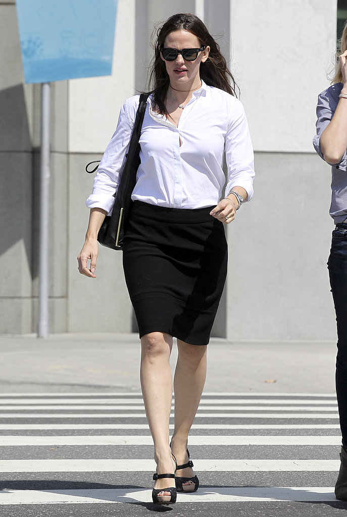 Jennifer Garner Sports Sexy Heels For a Smiley LA Outing