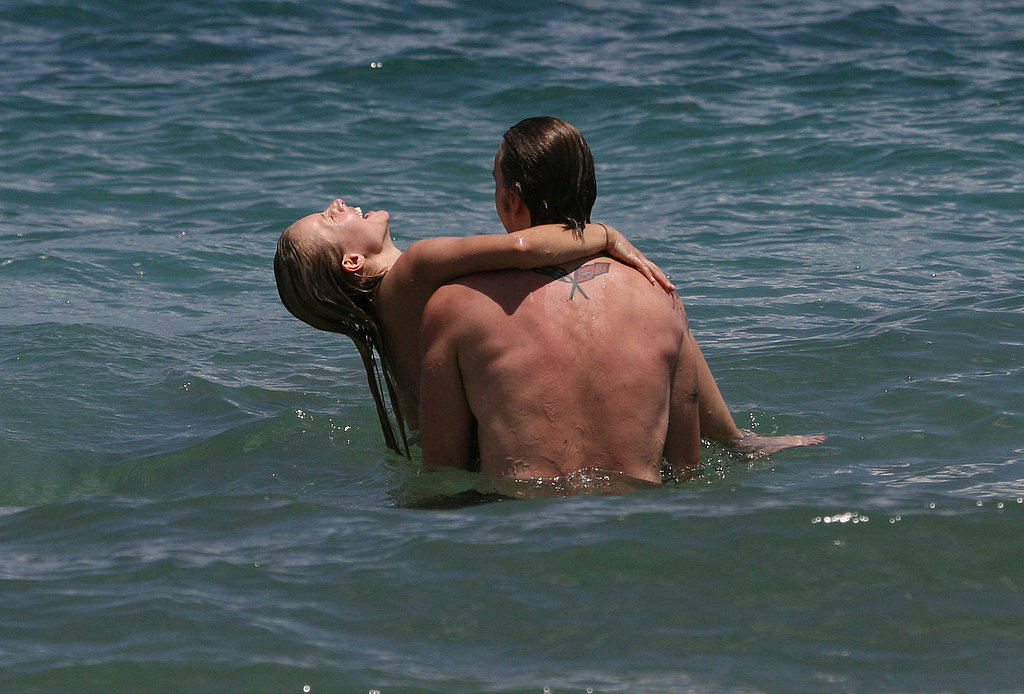 Dax Shepard showed off his strength in the ocean while vacationing in Hawaii with Kristen Bell in June 2009.