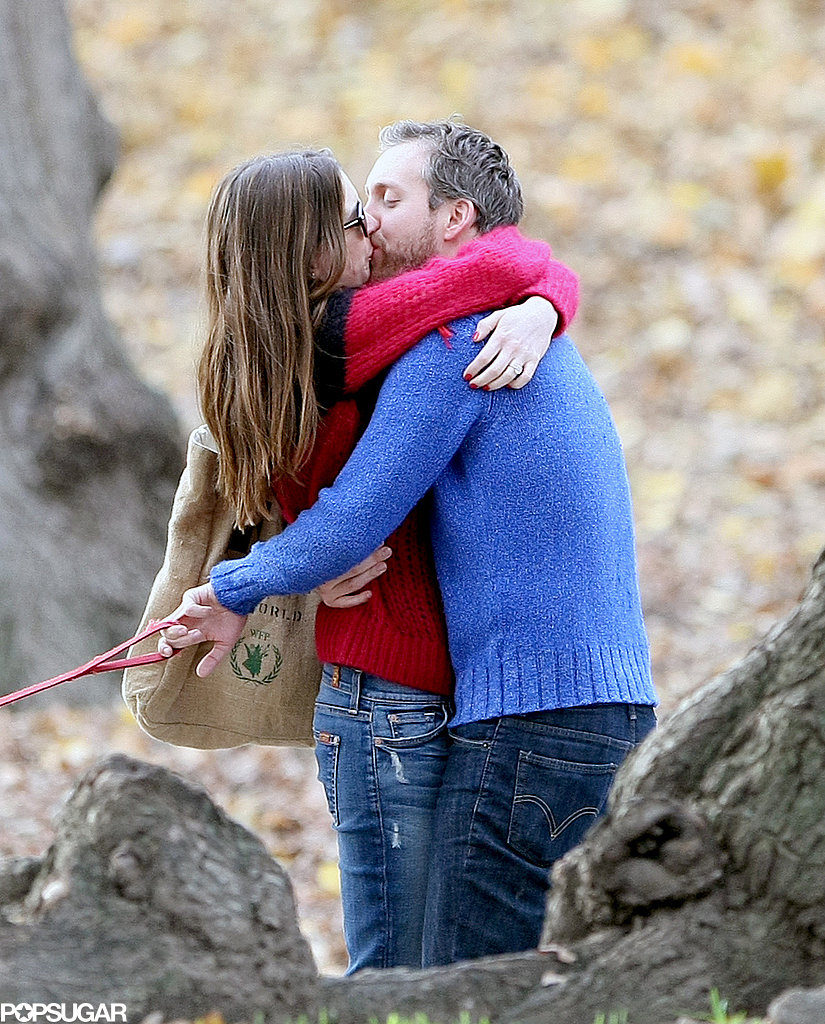 Anne Hathaway and Adam Shulman kissed during a sweet NYC photo op that revealed her engagement ring — and their exciting news — in November 2011.