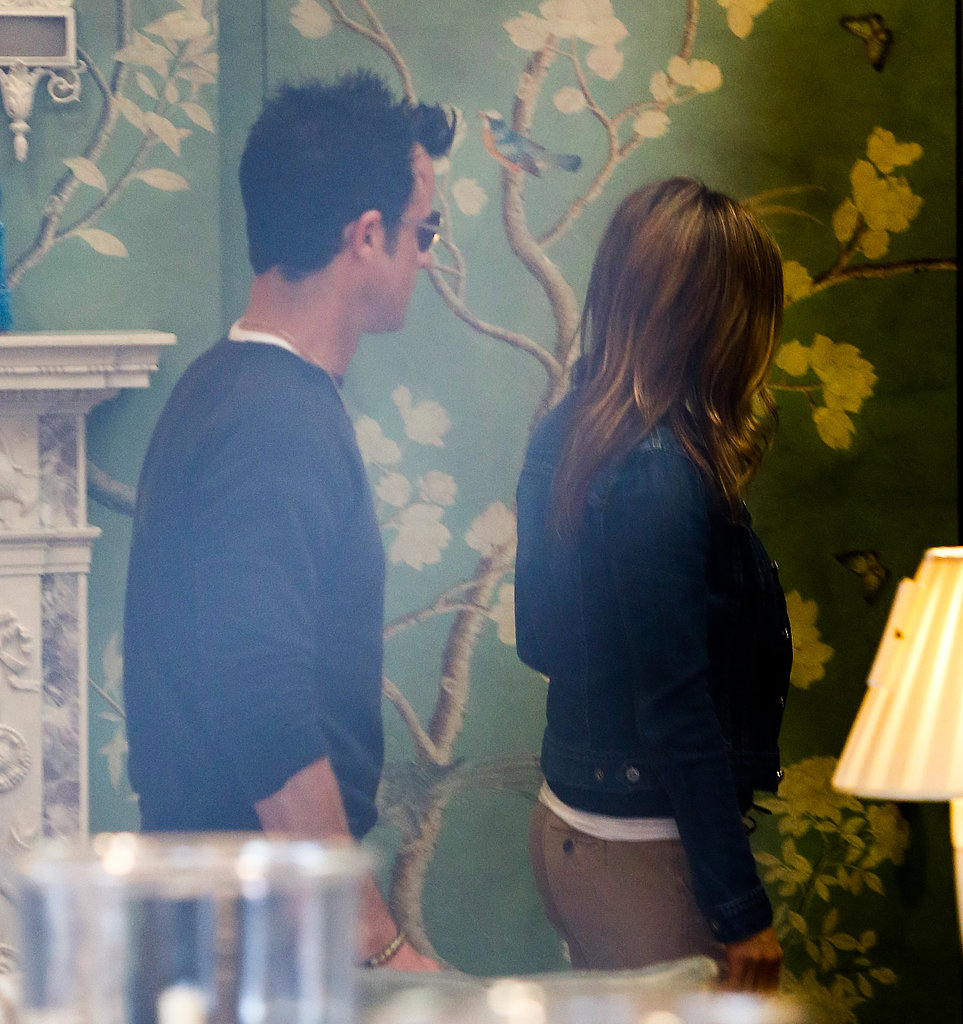 Justin Theroux and Jennifer Aniston went furniture shopping.