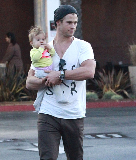 Chris Hemsworth Joins India and Elsa For a Sweet Shopping Trip