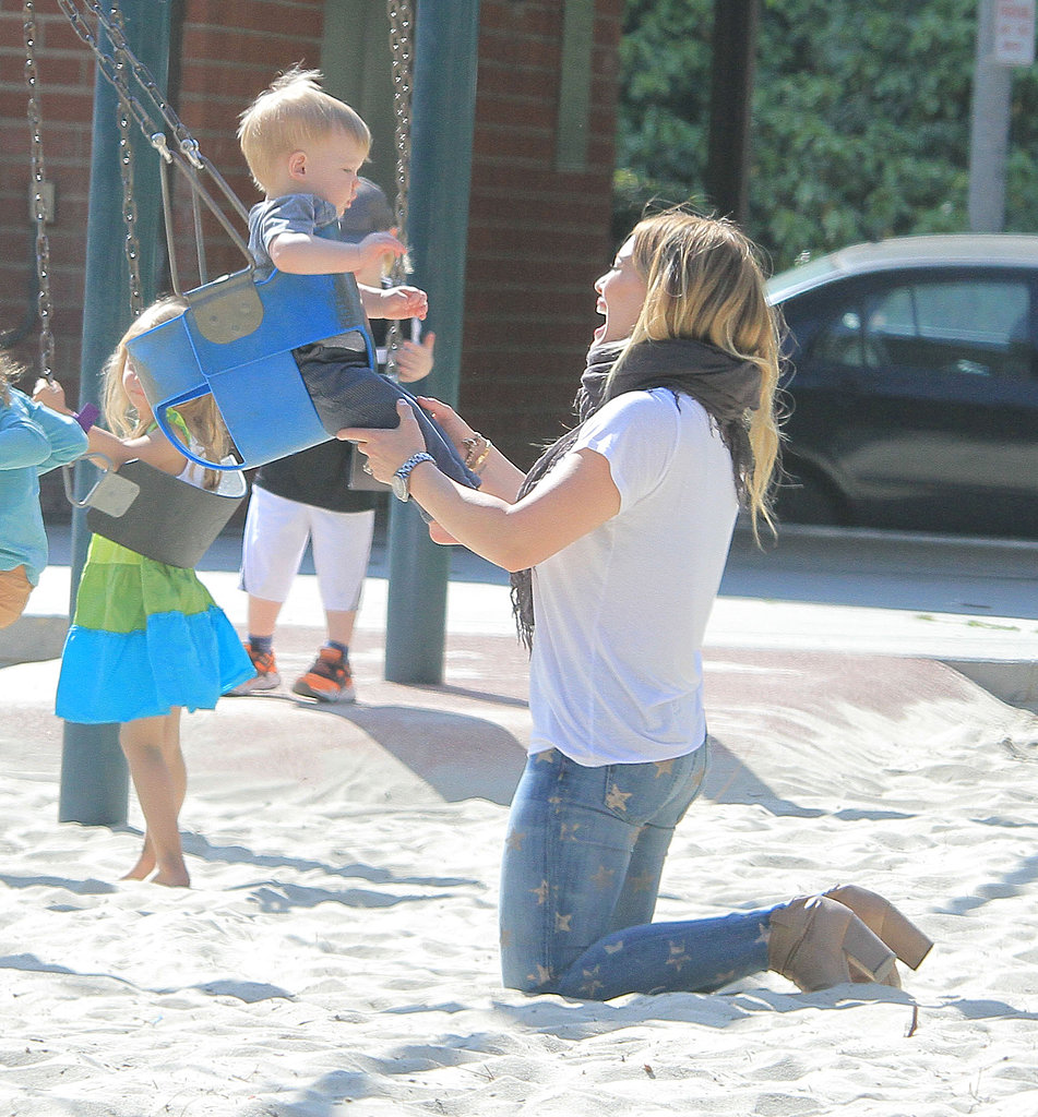 In April 2013, Hilary Duff pushed Luca on the swings at an LA playground.