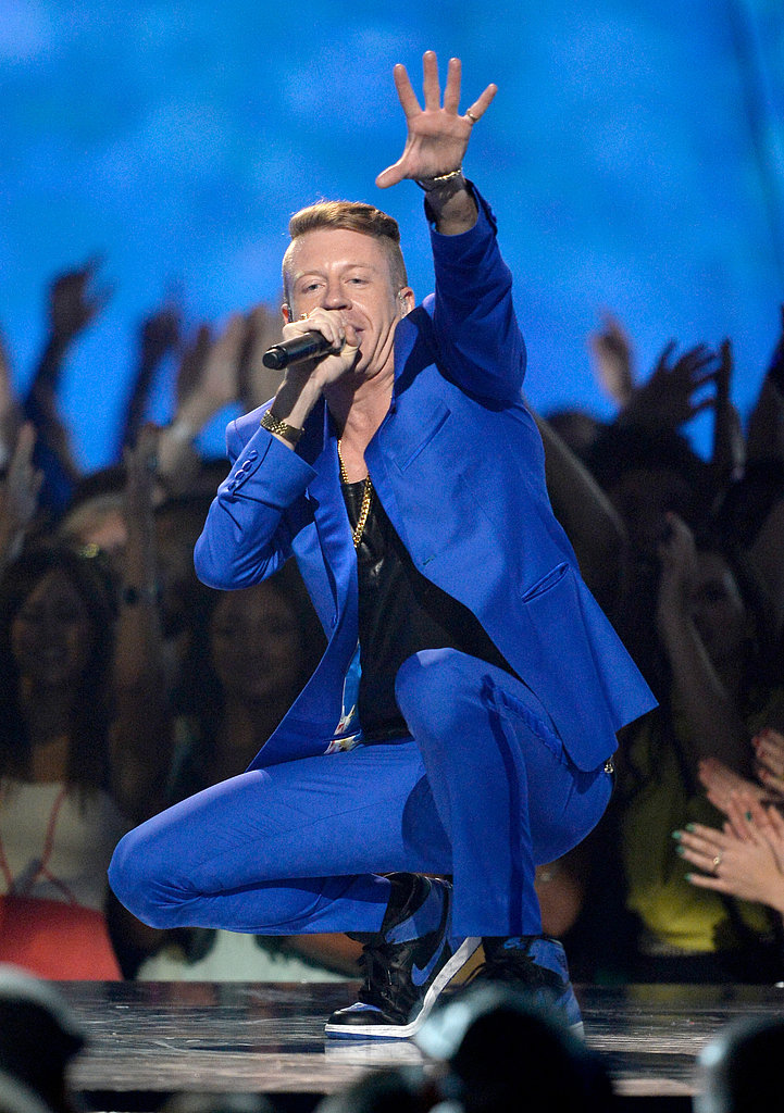 Macklemore gave a lively performance at the award show.