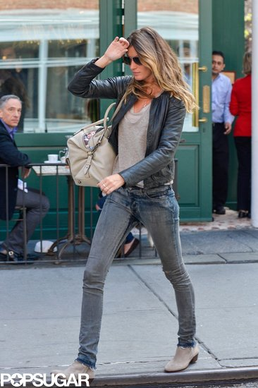 Gisele Bündchen ate lunch at Extra Virgin in NYC.