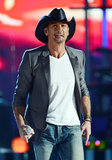 Taylor Swift Teams Up With Tim McGraw For Superstar Summer Night