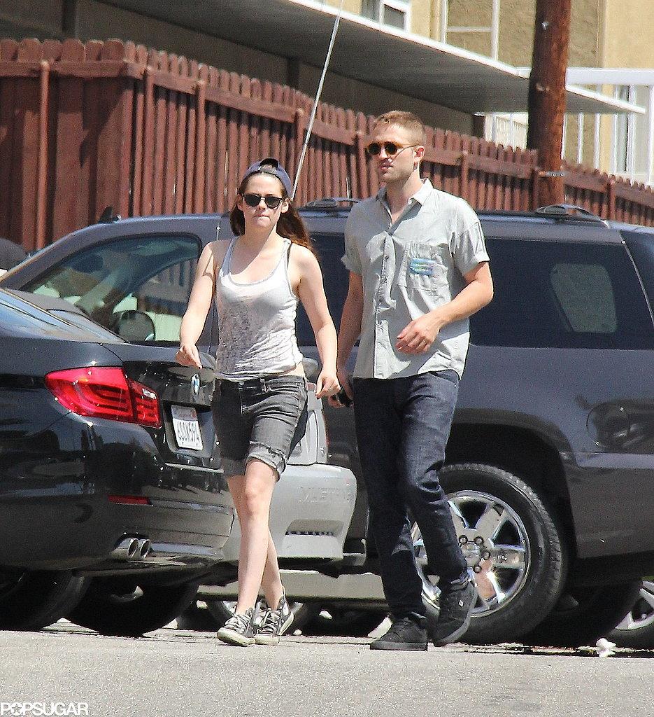 Kristen Stewart wore a tank top for lunch with Robert Pattinson.